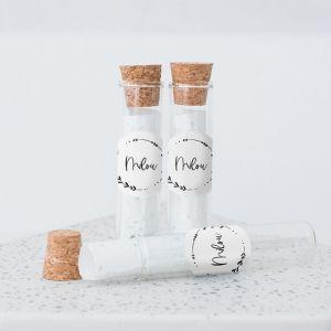 Glazen buisje met groeipapier sierlijke takjes