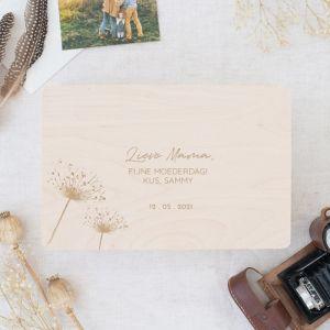 Houten memorybox met bloemen en naam
