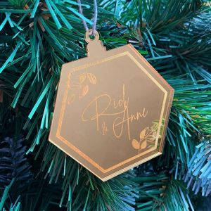 Gepersonaliseerde kersthanger hexagon met takjes en naam