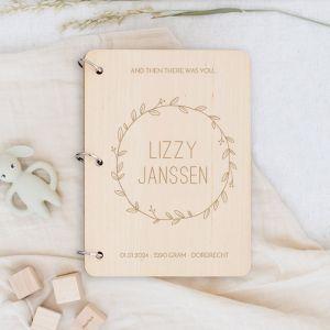 Gepersonaliseerd babyboek met krans