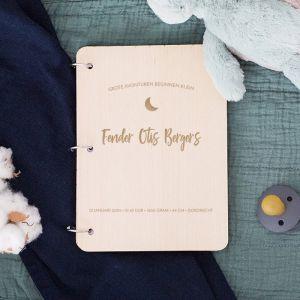 Gepersonaliseerd babyboek met icoontje liggend