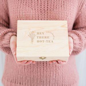 Gepersonaliseerde houten theedoos hot-tea met naam
