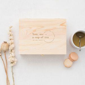 Gepersonaliseerde houten theedoos you, me, and a cup of tea