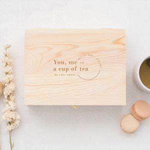 Gepersonaliseerde houten theedoos bruiloft cadeau bruidspaar