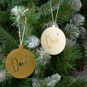 Gepersonaliseerde kerstbal met naam en sterretje