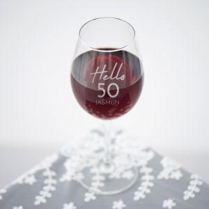 Wijnglas graveren hello 50